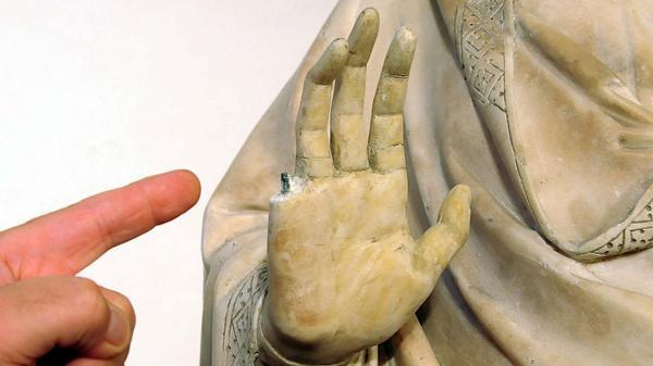 a99268_HT_statua_danneggiata_Opera_del_Duomo_foto_Umberto_Visintini_3_thg_130806_16x9_992