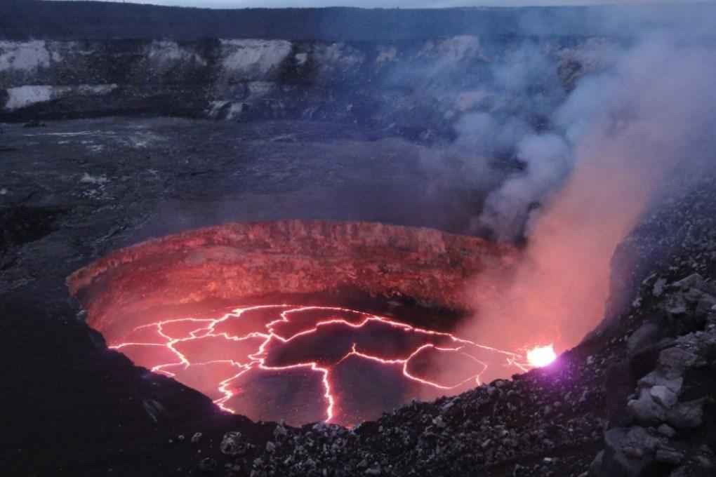 Вулканологи предупреждают об извержении вулкана Килауэа