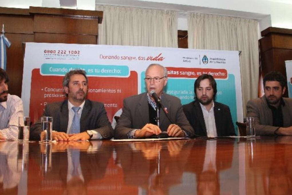 В Аргентине геям разрешили сдавать кровь