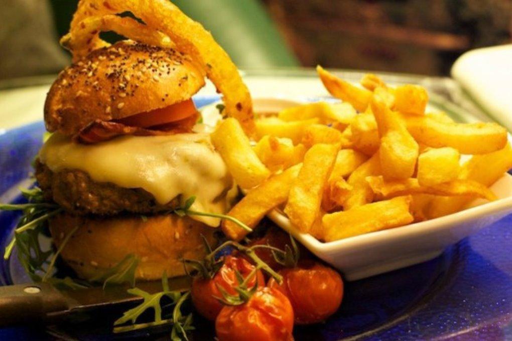 Ученые: ресторанная пища не полезнее фаст-фуда