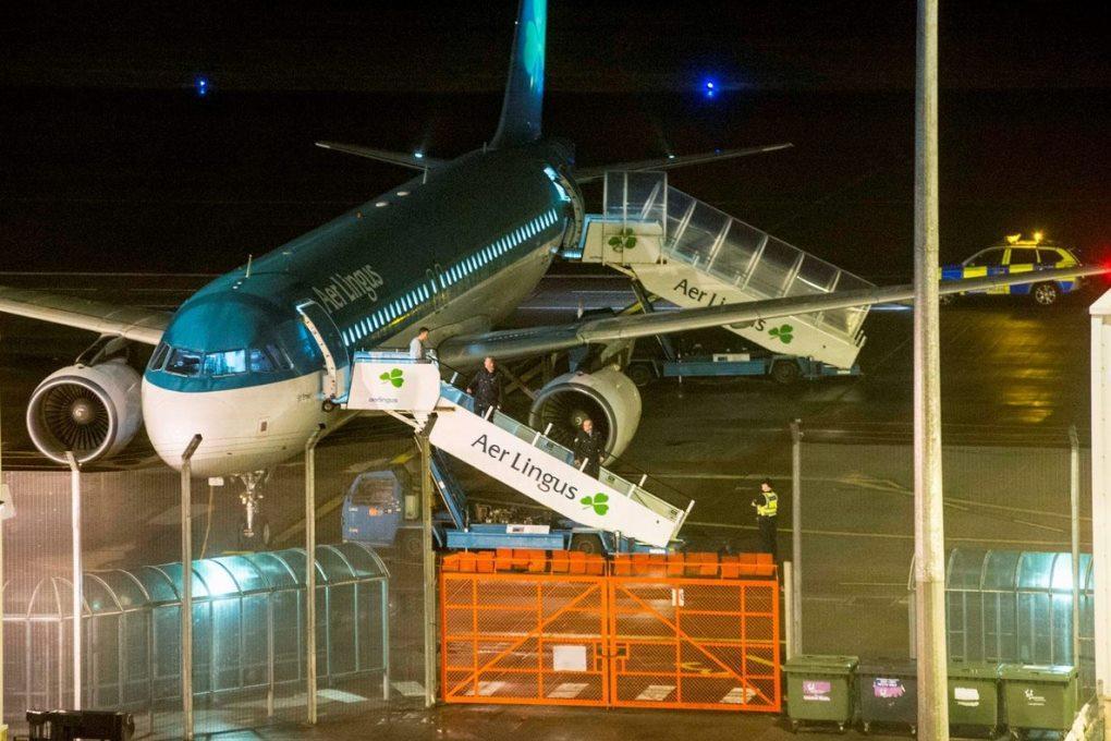 Покусавший пассажира мужчина скончался на борту самолета