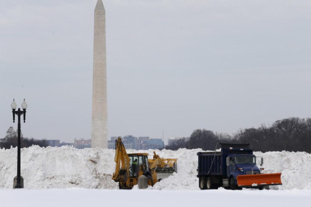 Вашингтон медленно оживает после ужасной метели